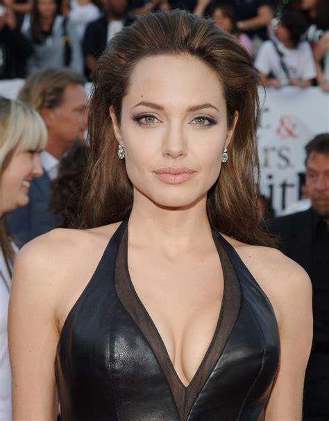 Angelina Jolie Had A Double Mastectomy - Mandatory