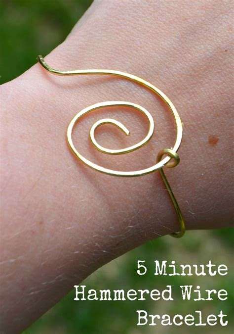 Simple Wire Jewelry: How to Make a 5-Minute Bracelet
