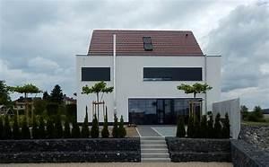 Moderne Häuser Mit Satteldach : fassadengestaltung einfamilienhaus modern satteldach ~ Lizthompson.info Haus und Dekorationen