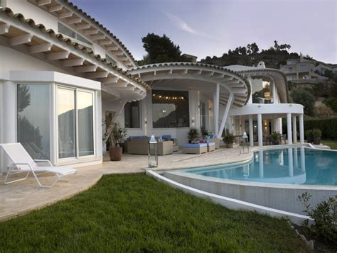 Douglas Villa A Classic Retreat by Luxury Villa Overlooking The