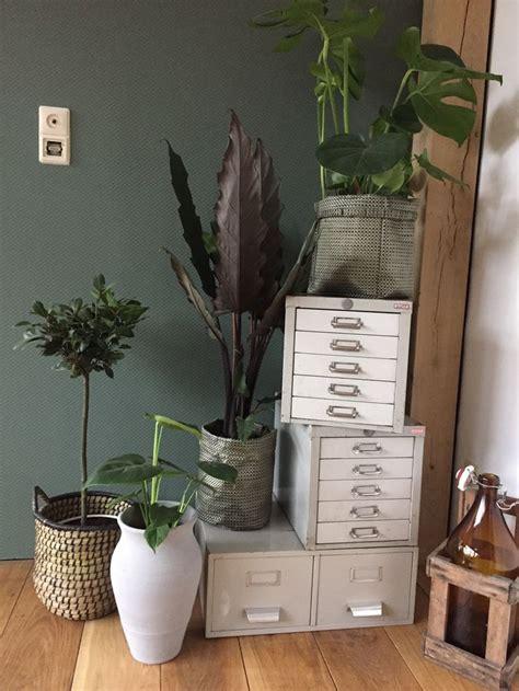 vt wonen muurverfarmy green interieur woonkamer