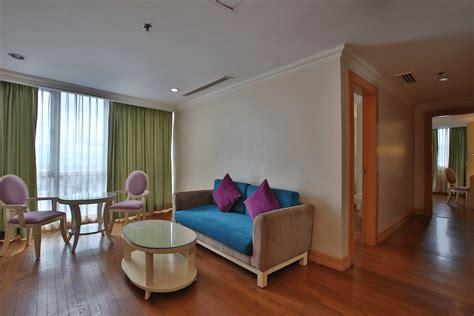 executive corner suite  bedroom crown regency