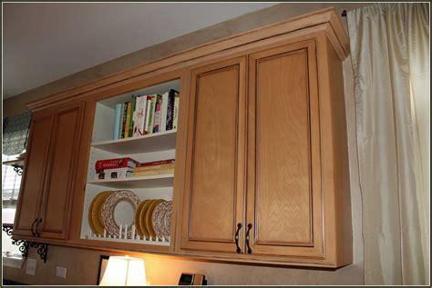 putting crown molding on kitchen cabinets installing kitchen cabinets crown molding home design ideas 9186