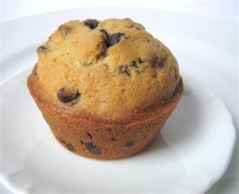 dans la cuisine une gamine dans la cuisine orange and chocolate chip muffins
