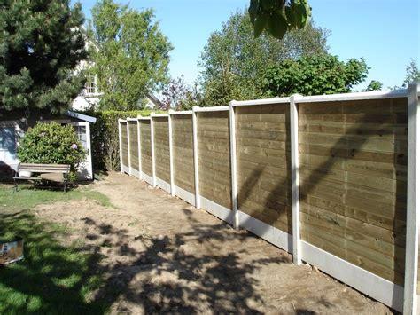 cloture decorative pour jardin installation d une cl 244 ture occultante mixte bois et b 233 ton