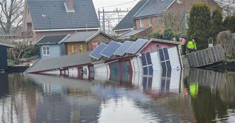 Woonboot Gezonken Woerden by Man Redt Honden Uit Zinkende Woonboot Woerden Binnenland