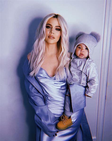 Filha de Khloe Kardashian em ~tutorial~ de make é uma ...