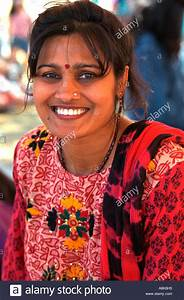 Indian woman age 28 in ethnic clothing wearing red dot ...