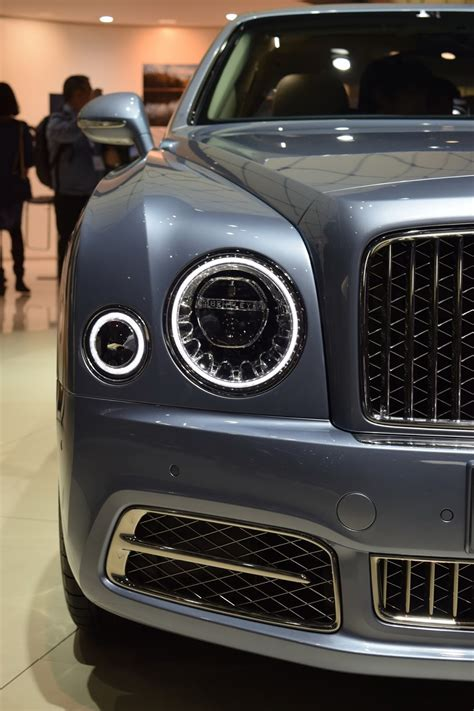 bentley mulsanne shows   face  geneva carscoops