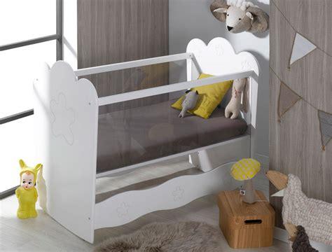 chambre bebe plexiglas chambre bébé mini commode lit plan à langer éa