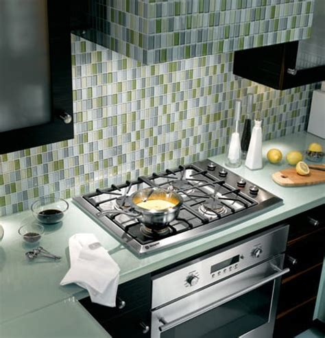 monogram zgulsmss   gas cooktop   sealed dual flame stacked burners  degree