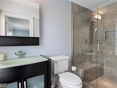 small bathroom makeovers top  pictures