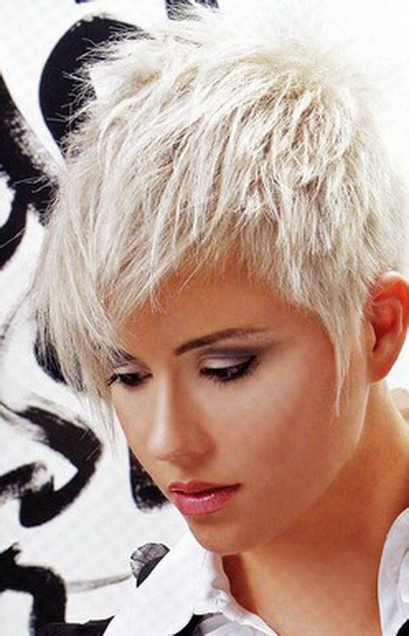 coupe cheveux court blond