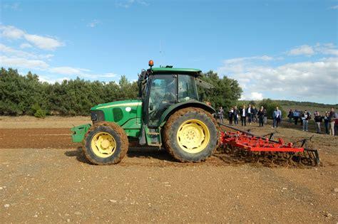 in cagna droni e trattori automatici l agricoltura di