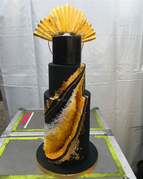 beyonces birthday cake  covered  gold costs