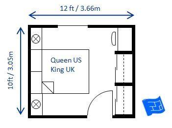 ft small bedroom design   queen size bed     efficient