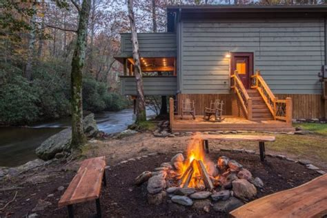 river cabin rentals helen ga cabin rentals a river runs thru it luxury