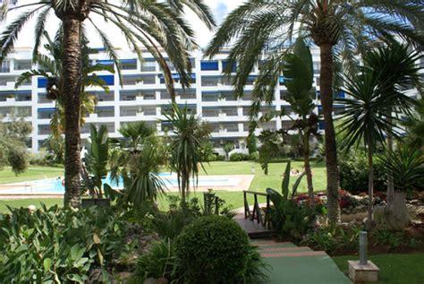 jardin  piscinas jardines del puerto