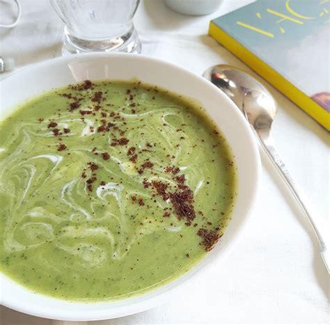 ma cuisine vegetalienne soupe froide de courgette lait de coco et sumac de