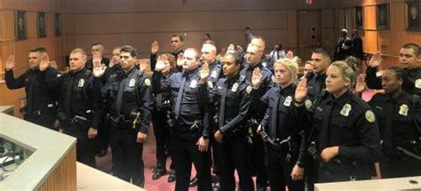 chattanooga police department adds   officers  graduation  thursday chattanoogancom