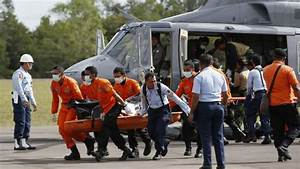 Divers prepare to enter wreck of AirAsia QZ8501