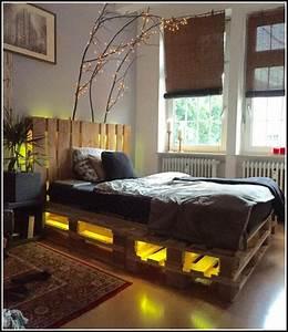 Bett Mit Licht : bett aus paletten mit licht betten house und dekor galerie gz10abgryj ~ Frokenaadalensverden.com Haus und Dekorationen
