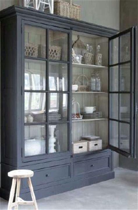 vitrine salle 224 manger deco gris lunettes et armoires