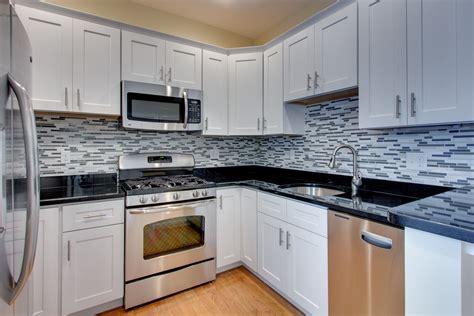 Luxury-shaker-white-kitchen-cabinets-feat-black-granite