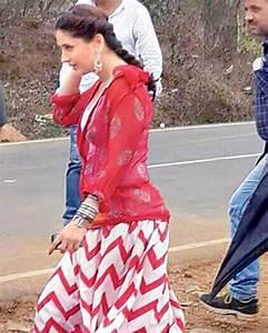 Kareena Kapoor in Red White Long Skirt in Singham 2 Movie - Chinki Pinki