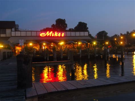 The Boat Restaurant Pasadena by Mike S Crab House On South River Is Located In Pasadena