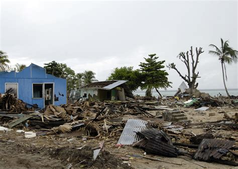 File:US Navy 070413-N-4790M-015 Residents try to salvage ...