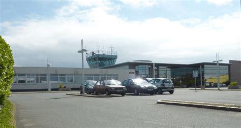 chambre de commerce st brieuc la chambre régionale des comptes bombarde les aéroports de