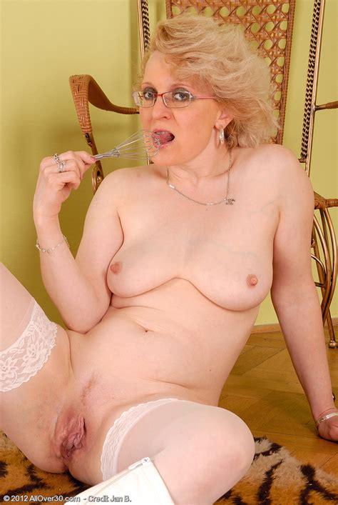 Mature Blondie Margeaux Flick Her Beef Curtain Milf Fox