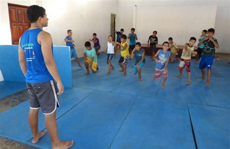 mma si鑒e social projeto de mma ajuda crian 231 as e adolescentes em risco