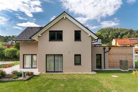 3 Giebelhaus Mit Modernem Carport