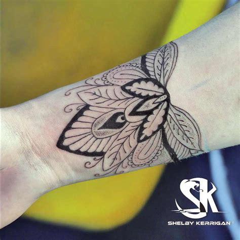 tatouage poignet femme yin