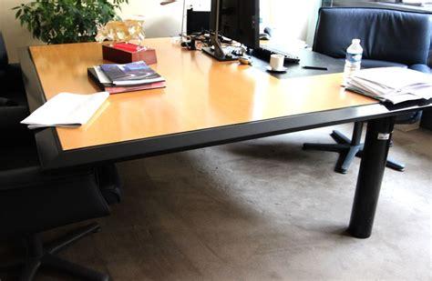 bureau carré bureau a plateau carre chs en bois naturel clair cintre