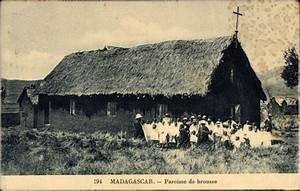 Haus Kaufen Namibia : ansichtskarte postkarte madagaskar paroisse de brousse strohgedecktes haus kindergruppe ~ Markanthonyermac.com Haus und Dekorationen