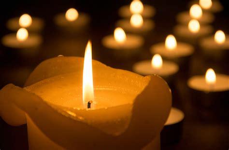 Mit Kerzen by Evangelische Zeitung