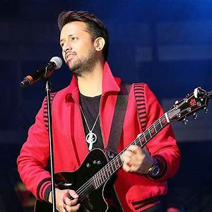 Watch: Atif Aslam rescues a girl from being harassed at a