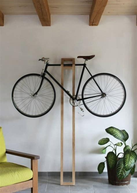 skandinavisches wohnzimmer fahrrad wandhalterung und andere fahrradständer die sie erstaunen