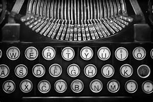 Underwood Standard Portable Typewriter : Black and White ...
