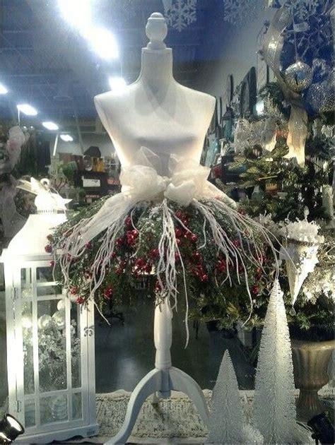 ways florists  mannequins  xmas decor vitrine