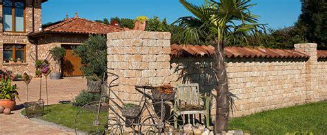 verputzte beton mauer bilder gartengestaltung groß gartenmauer mediterran verputzt bilder die