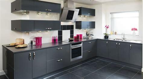 peinture cuisine gris cuisine gris anthracite 56 idées pour une cuisine chic