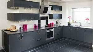 cuisine gris anthracite 56 idees pour une cuisine chic With attractive quelle couleur pour le salon 8 un plan de travail en marbre dans la cuisine