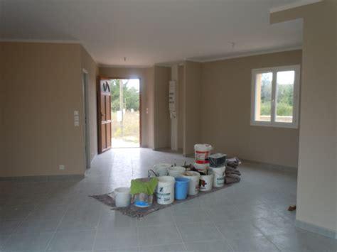 chambre mur gris peinture salle à manger taupe