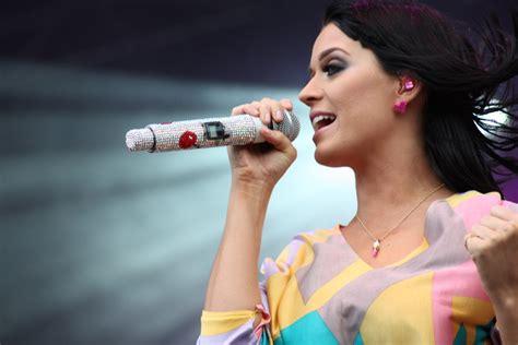 Katy Perry Singing Queen