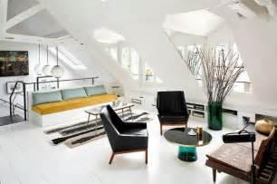 sofa skandinavischer stil wohnung einrichten wohnideen für zimmer mit dachschräge