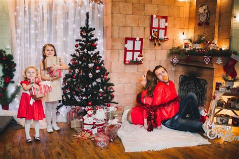 try these awesome christmas family photo ideas this year